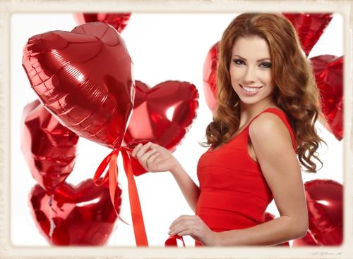 mit Helium schwebende Herzluftballons zum Valentinstag